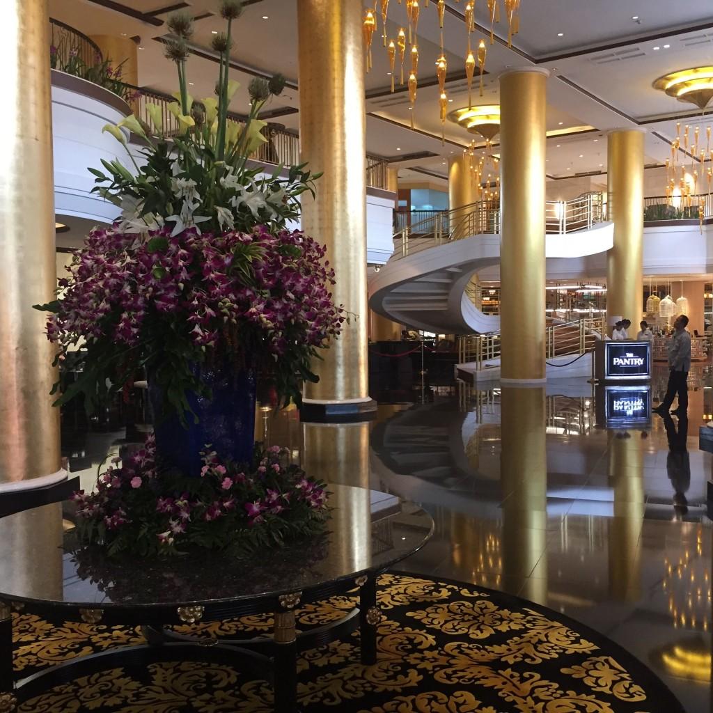 Lobby Dusit Thani hotel Philippines